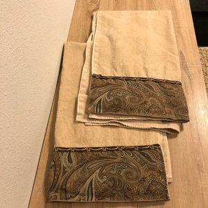Avanti Decorative/ Large Towels